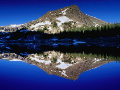bn7896_80-fbalpine-mountain-reflected-in-lawn-lake-rocky-mountain-national-park-colorado-usa-posters